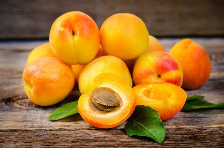 Свежие абрикосы для приготовления маски для волос