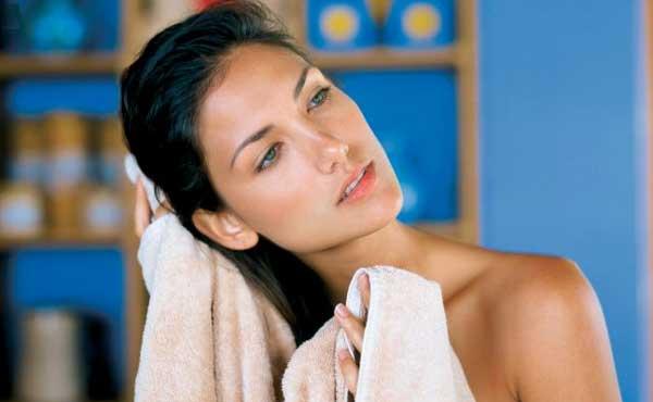 Промыть волосы перед скрабированием