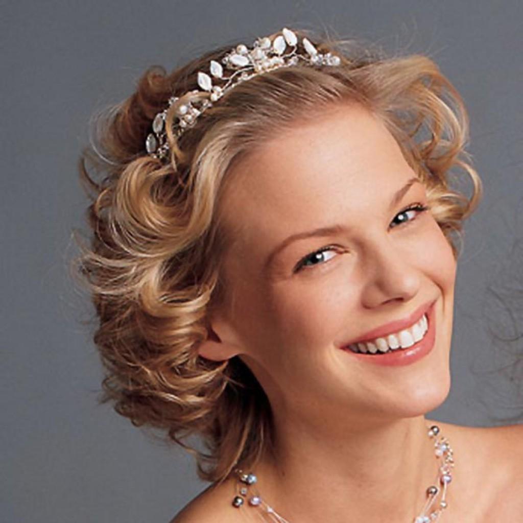 Прическа на свадьбу на короткие волосы с челкой своими руками