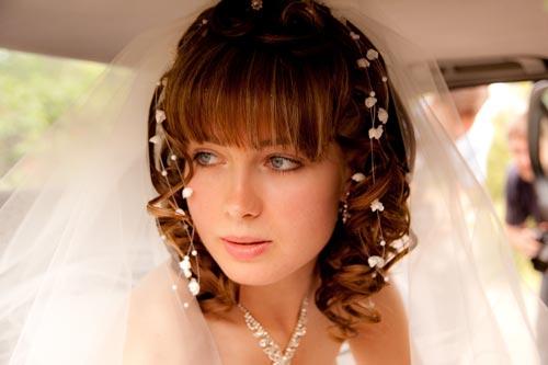 Вариант свадебного каре с челкой
