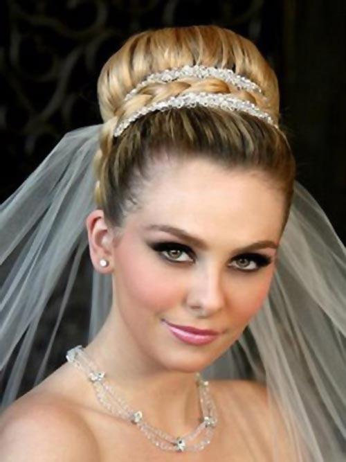 Стандартный вариант свадебной прически